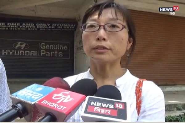 बिजली की शिकायत करने गए NRI दंपति के साथ मारपीट, पुलिसकर्मियों ने तोड़ा दांत