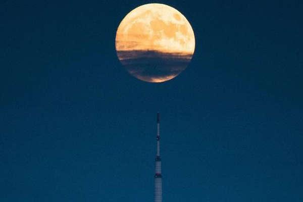 आसमान में अपना चांद लगाएगा चीन और रोशन करेगा जहां