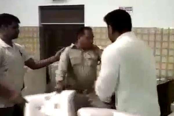 तस्वीरों में देखिए UP पुलिस के दारोगा पर क्यों हुई थप्पड़ों की बौछार