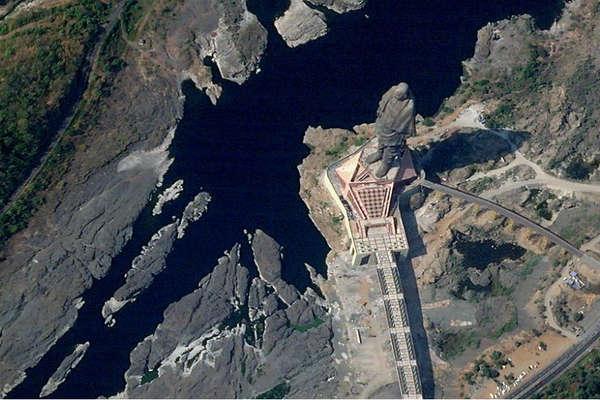 अंतरिक्ष से ऐसी दिखती है स्टैच्यू ऑफ यूनिटी, देखें पहली सैटेलाइट इमेज