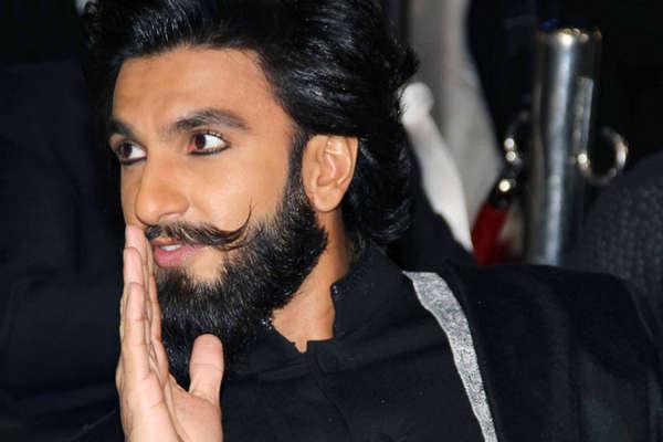 शादी की खुशियां मना रहे रणवीर सिंह के लिए आई ये बुरी खबर...