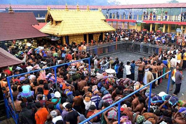 सबरीमाला मंदिर: कड़ी सुरक्षा के बीच भक्तों ने किए दर्शन, हिरासत में लिए गए BJP नेता
