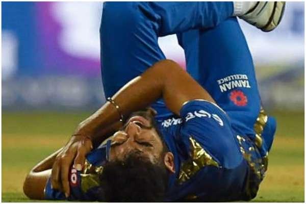 IPL 2019:  मैदान में लगी कंधे में चोट, होटल पहुंचते ही जसप्रीत बुमराह को मिली ये खबर