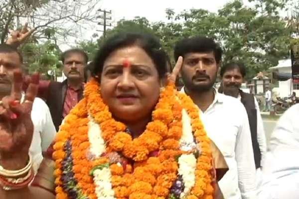 वैशाली से NDA उम्मीदवार वीणा देवी पर नामांकन 'रद्द' की लटकी तलवार, फैसला आज