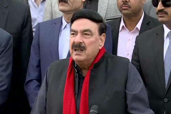 पाकिस्तान के रेलमंत्री की लंदन में पिटाई, भारत को दी थी धमकी