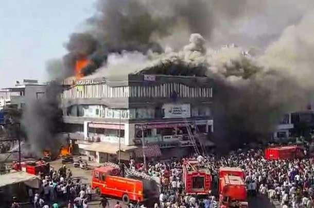 सूरत कोचिंग अग्निकांड: 'जिंदा बचने के लिए मैंने चांस लिया और तीसरी मंजिल से कूद गया'