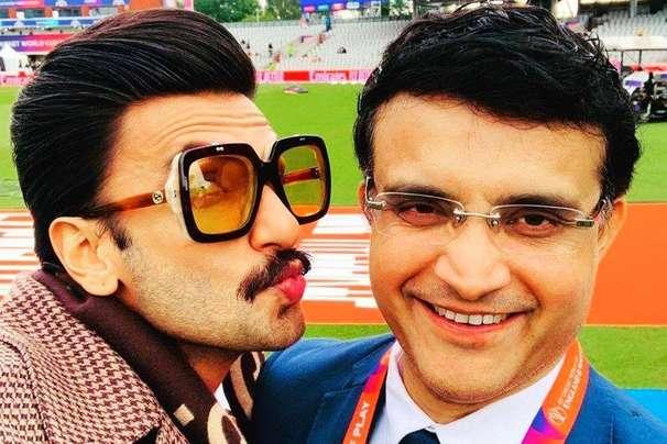 भारत पाकिस्तान मैच के बीच सौरव गांगुली को KISS करते दिखे रणवीर सिंह