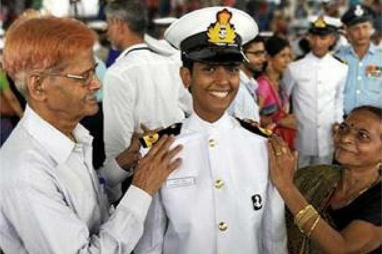 शाहजहांपुर: पहली महिला नेवी पायलट बनकर शुभांगी ने जिले का नाम किया रौशन