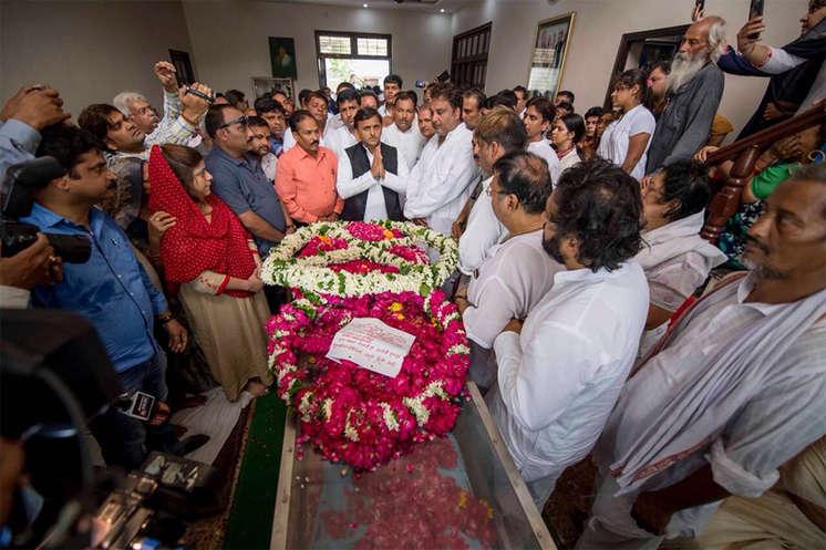गोपाल दास नीरज पंचतत्व में विलीन, अलीगढ़ में हुआ अंतिम संस्कार