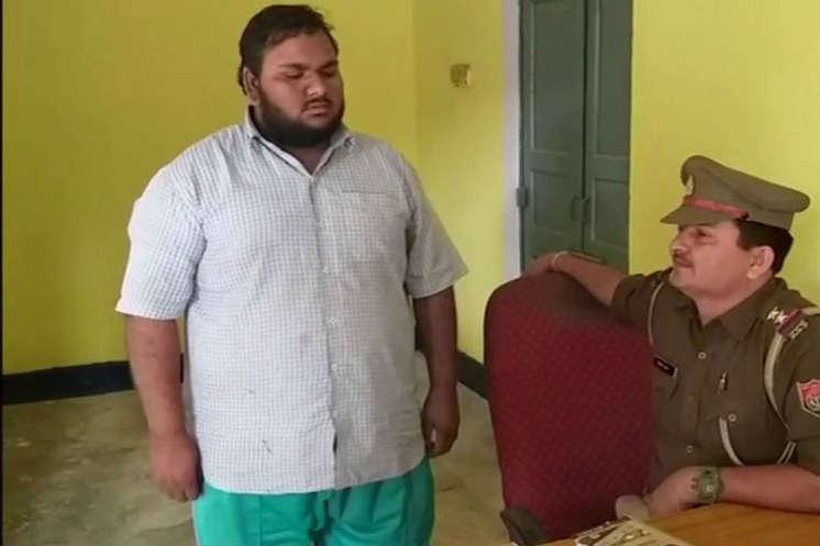 Whatsapp पर चल रहा था हिंदुस्तान-पाकिस्तान पोस्ट वार, ग्रुप एडमिन गिरफ्तार