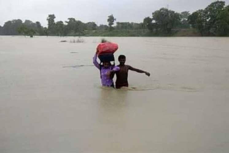 बिहार: बाढ़ से जूझ रहे 12 जिले, मुश्किल में 19 लाख लोग